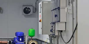 the positioning of the control unit is flexible